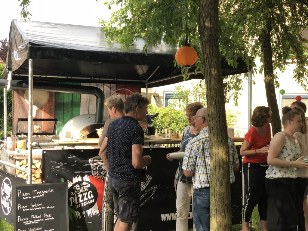 Authentieke steenoven Italiaanse pizza foodtruck